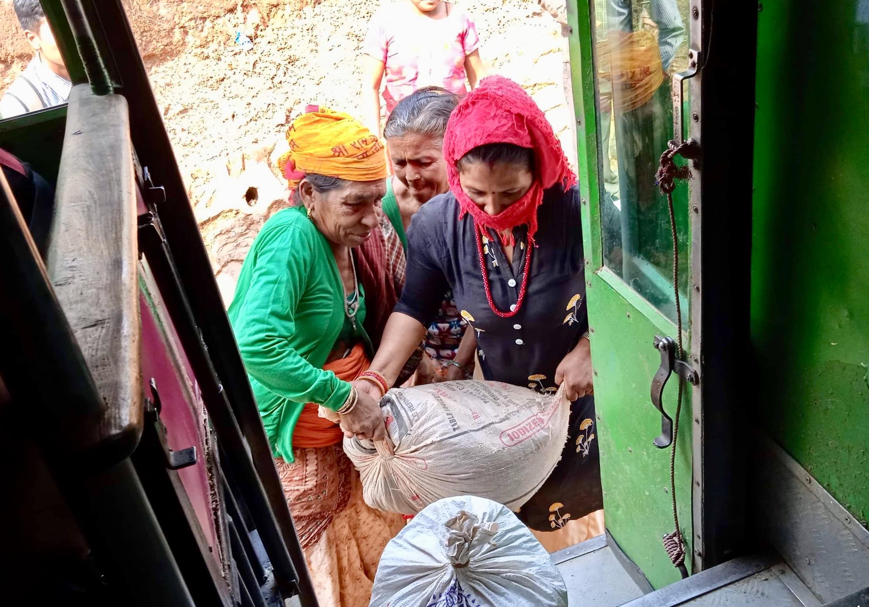 माटाे र कमेराे मै अामा दिदी बहिनी हरु हुरुक्क:कृष्ण अन्जान