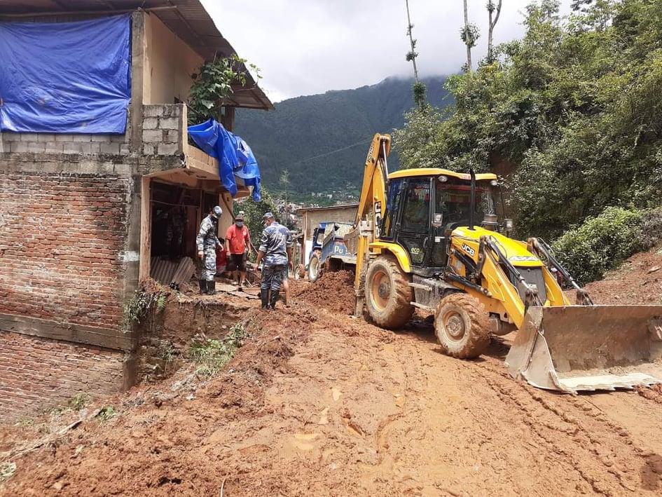 अझैपनि रुरुक्षेत्रका ग्रामीण सडक अवरुद्द
