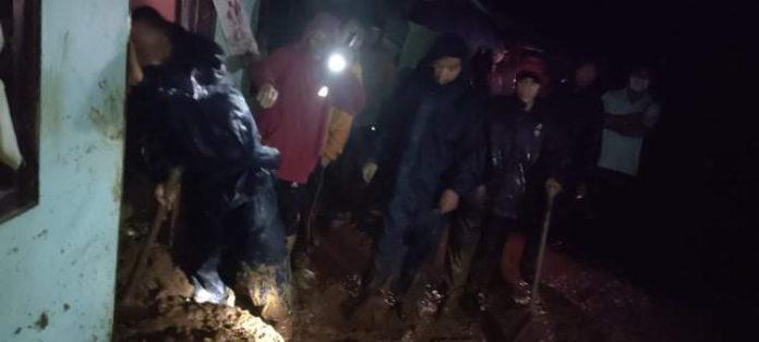 गुल्मीमा पहिरोमा पुरिएर एकै घरका तीन जनाको मृत्यु